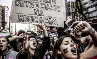 Contra o retrocesso na educação