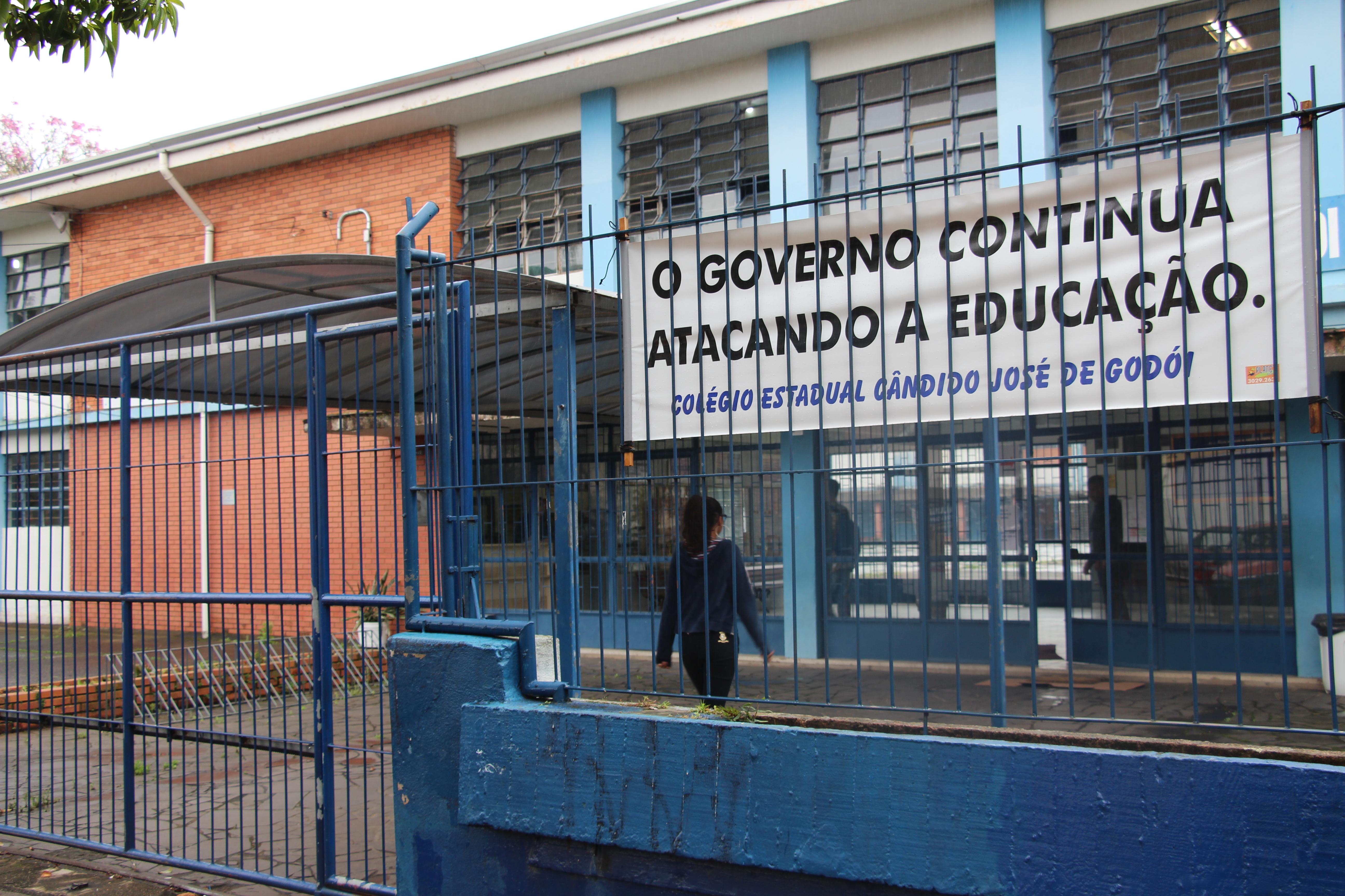 Escola se rebela contra imposições da Seduc e exige garantias para adotar salas virtuais