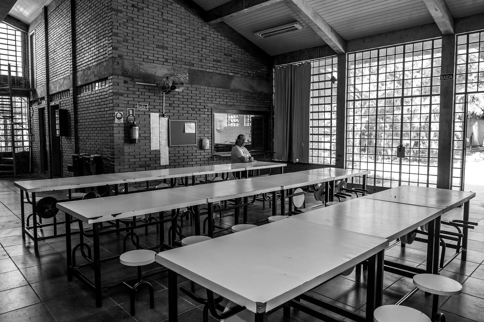 Educadores em grupos de risco não devem comparecer às escolas (e outras orientações)