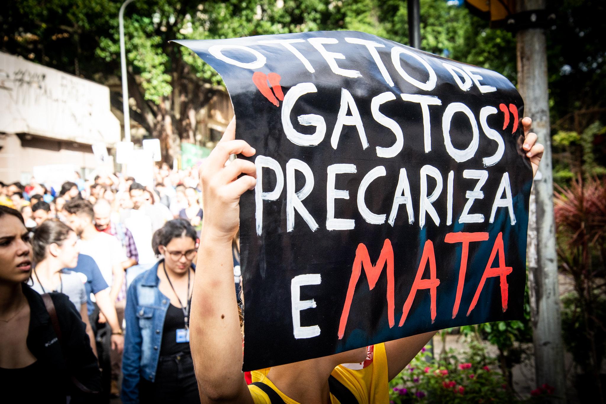 ALERTA | Leite e deputados propõem PEC da Morte para congelar investimentos por 10 anos