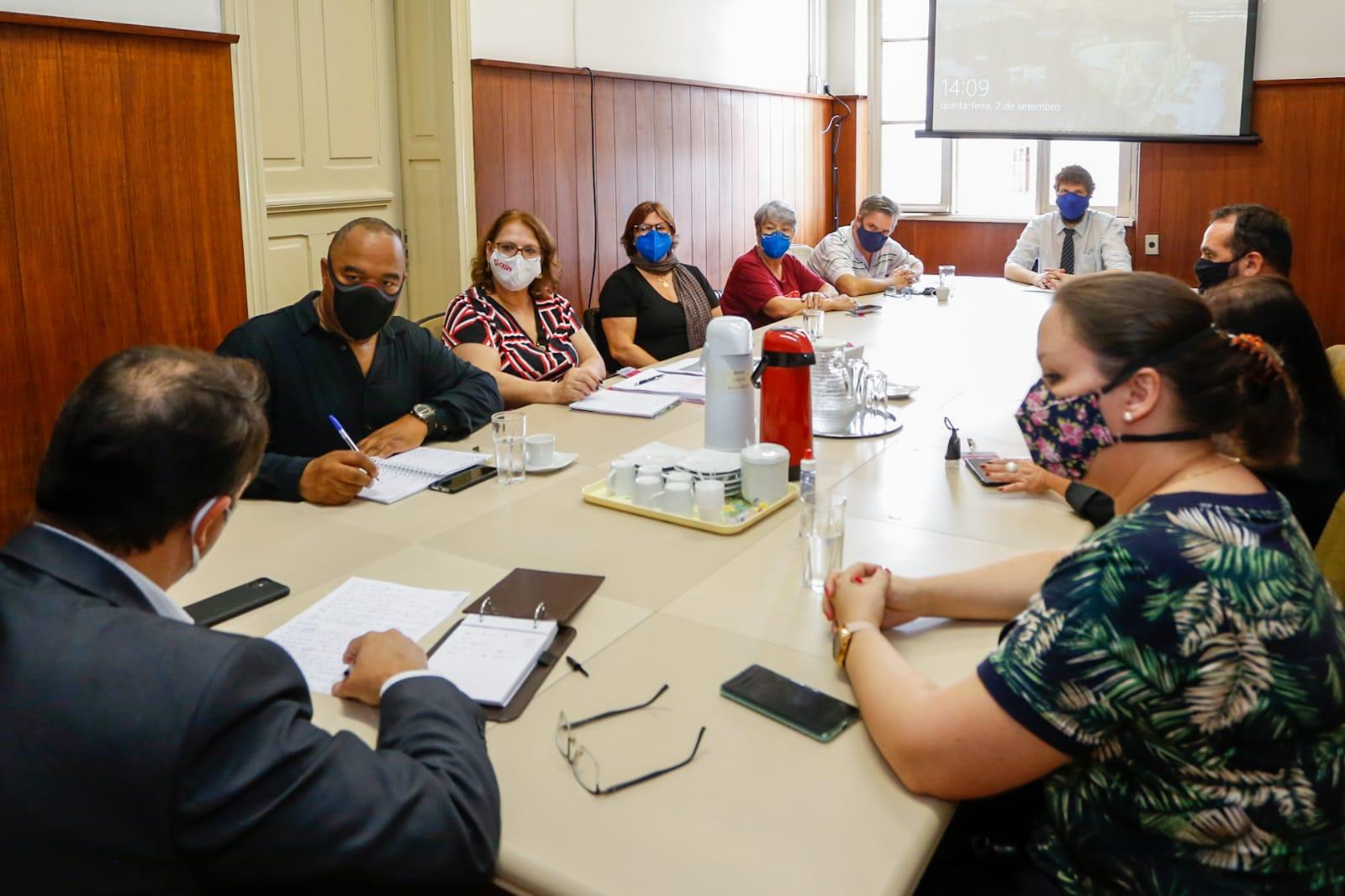Em reunião com a Sefaz, CPERS cobra explicações sobre descontos e demora nas aposentadorias